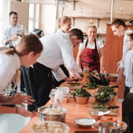 Dzień Trójkąta_przygotowanie śniadania w Technikum nr 16_fot Marcin Szczygieł (23)-min