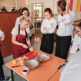 Dzień Trójkąta_przygotowanie śniadania w Technikum nr 16_fot Marcin Szczygieł (31)-min
