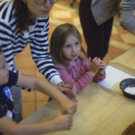 4_Dzień Trójkąta_warsztaty w Muzeum Etnograficznym_fot Alicja Kielan (3)-min