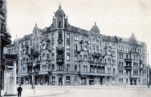 Archiwalne czarno-białe zdjęcie, kamienica na skrzyżowaniu ulic Borowskiej i Glinianej